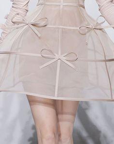 petit-agneau:  wink-smile-pout:  Valentino Haute Couture Falll 2010 Details   ❀petit-agneau - a dainty blog full of elegance and pretty del...
