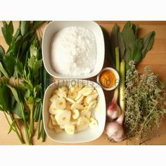 """Domáca bylinková """"vegeta"""" alebo ochutená bylinková soľ.  NA DOMÁCU BYLINKOVÚ VEGETU potrebujeme:  ✿ kuchynskú alebo morskú soľ ✿ bylinky: ligurček (možno poznáte skôr ľudový názov MAGI), cesnak, šalviu, tymián, pažítku, lupienky z kvetov nechtíka, dobrá myseľ,...(ak máte tak aj  petržlenovú alebo zelerovú vňať, huby, cibuľu, ....) ✿ kurkumu  ✿ sušičku na bylinky alebo elektrickú teplovzdušnú trúbu ✿ mixér so sekacími nožmi"""