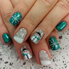 green and white inspired nail art. Draw in your favorite snowman designs as well as snowflakes and paint on adorable snowman on your nails. Very cute and easy to make. Christmas Nail Art Designs, Holiday Nail Art, Winter Nail Art, Winter Nails, Thanksgiving Nail Designs, Thanksgiving Nails, Christmas Design, Xmas Nails, Christmas Nails