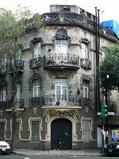 El edificio en Mérida y Guanajuato. Mexico, D. F.                                                                                                                                                     More