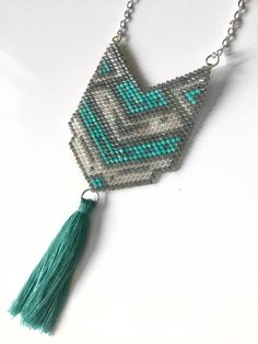 Sautoir pendentif tissé en perles miyuki délicas et pompon