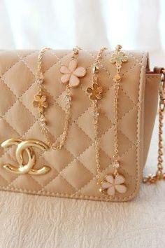 Быть мягким классиком (Gentle Classic lines) - Красота, вдохновленная природой Chanel Bags, Coco Chanel, Chanel Handbags, Chanel Clutch, Chanel Necklace, Chanel Couture, Handbags On Sale, Purses And Handbags, Stay Classy