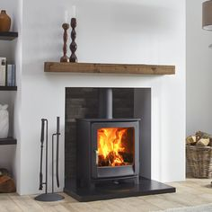 The Dik Geurts Ivar 5 Low is a contemporary and versatile stove. It has a classi…, – Freestanding fireplace wood burning
