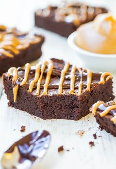 Flourless PB & Chocolate Fudgy Brownies (GF) - No flour, no problem! Chocolate & PB are all you need for super fudgy brownies!
