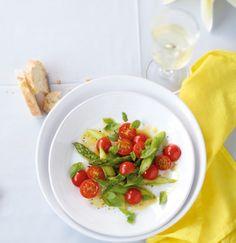 Macht ordentlich was her: Kirschtomaten, grüner Spargel und Vinaigrette.