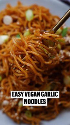 Vegan Dinner Recipes, Vegan Dinners, Indian Food Recipes, Cooking Recipes, Vegetarian Chinese Recipes, Chef Recipes, Garlic Noodles, Soy Sauce Noodles, Ramen