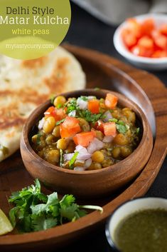 Matar Kulcha Recipe, spicy peas gravy served with Indian Kulcha bread - famous Delhi Chaat recipe made with dried white peas Vegan glutenfree snack Indian recipe via 37928821848443194 Vegan Indian Recipes, Best Vegetarian Recipes, Real Food Recipes, Cooking Recipes, Ethnic Recipes, Cooking Sauces, Vegetarian Cooking, Kulcha Recipe, Chaat Recipe