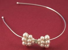 alice band bow Alice Band, Pearl Necklace, Projects To Try, Bows, Pearls, Crystals, Diy, Jewelry, Jewlery