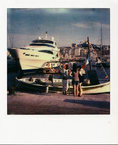 Fada - Vieux-Port #Marseille #polaroid #touristes #savons #pointu #yacht #VieuxPort #drapeaux #bateaux / www.marseillepolaroid2013.com