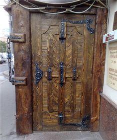 Деревянные двери под старину из массива сосны, дуба.Входные и межкомнатные двери под старину из дерева