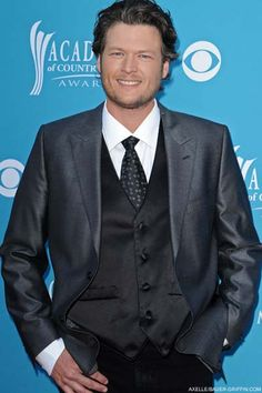 Blake Shelton...if I were asked to pick a country guy to date it has to be him if he wasnt married. But he is gorg