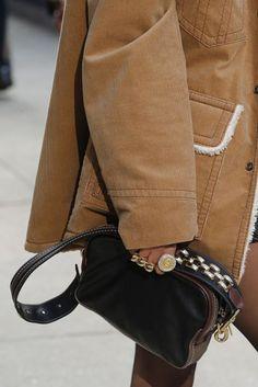 Marc Jacobs Autumn/Winter 2017 Ready-to-wear Details   British Vogue