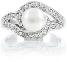 I have a ring similar to this...super pretty setting