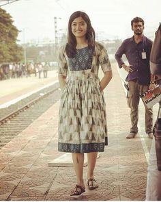 Girls Frock Design, Long Dress Design, Kids Frocks Design, Stylish Dress Designs, Stylish Dresses, Simple Dresses, Indian Gowns Dresses, Indian Fashion Dresses, Indian Designer Outfits