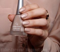 Color Forever: Golden Rose Matte Satin Nude 01 Great ready to book your next manicure, because this Rose Nails, Matte Nails, Acrylic Nails, Black Nails, Pink Nails, Nail Art Yellow, Hair And Nails, My Nails, 10e Anniversaire