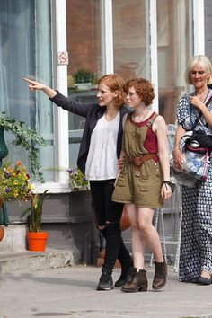 Jessica Chastain and Sophia Lillis on the set of IT Chapter 2 Jessica Chastain, Brad Pitt, It Movie 2017 Cast, Queen Sophia, Beverly Marsh, It The Clown Movie, Pennywise The Dancing Clown, Image Film, Madame