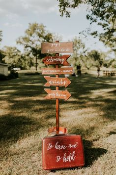 Rustic wedding directional sign | Image by Vic Bonvinci Photography