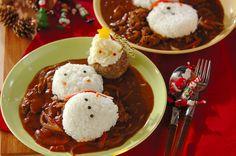 クリスマス用にかわいくアレンジ。ハンバーグとカレーで子供も喜ぶメインディッシュ。電子レンジで作るクリスマスカレー/横井 綾のレシピ。[洋食/カレー]2014.12.01公開のレシピです。