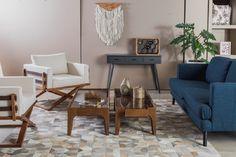 Fun&Co: Diseño selecto e inspirador. Mobiliario para sala. Mesa de Centro Flat. Sofá azul. Sillas. Tapete. Materas y plantas. Accesorios decorativos para mesa de centro. Encuentra dónde comprar este diseño y Producto en Colombia.