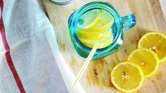 Gesund leben kann so einfach sein – mit Zitronenwasser. Welche Vorteile die Kombination Zitrone und Wasser hat, und warum ihr ab sofort darauf setzen solltet, erklären wir im Folgenden.