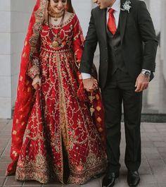 Pakistani Wedding Dresses, Indian Wedding Outfits, Pakistani Outfits, Saree Wedding, Indian Dresses, Bridal Dresses, Wedding Updo, Braided Hairstyles Updo, Wedding Hairstyles For Long Hair