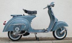 Vespa 150 Super im Originallack Blu 210 Piaggio Vespa, Lambretta Scooter, Scooter Motorcycle, Vespa Scooters, Scooter Scooter, Vespa 150, Vespa Super 150, Triumph Motorcycles, Vintage Motorcycles