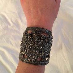 Vintage detailed cuff bracelet Vintage cuff with awesome detailing. Great statement piece! Note, if you have large wrists it might be difficult to get on and off and it does not have much flexibility. Jewelry Bracelets