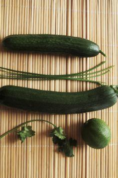 To prawdopodobnie najlżejsze sajgonki jakie jedliście! Nie tylko bez smażenia, ale jeszcze z surowymi warzywami. Za to sos...wypala. Przepis w najnowszym wpisie.