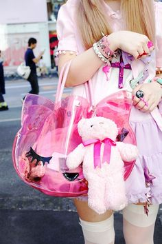 pink jelly/transparent cat bag <3. dying dying dying so gooooood