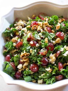and Feta Kale Salad This Grape and Feta Kale Salad is a healthy sweet and salty salad. the-girl-who-ate-This Grape and Feta Kale Salad is a healthy sweet and salty salad. the-girl-who-ate- Clean Eating Salads, Healthy Salads, Healthy Dinner Recipes, Vegetarian Recipes, Healthy Eating, Healthy Sweets, Cooking Recipes, Grape Salad, Feta Salad