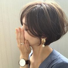 ・ ・ earring/ @harirusa ふっくらしたゴールドプレートに しずく型のコットンパール♤ ステキ♡♡♡✨ ・ ・ ring/ @rurume_official ・ ・ watch/ @danielwellington 15%offクーポン【yuricos】 ・ ・ ・ haircolor✂︎ 透け感があって涼しい感じのカラー thank you✳︎ @yachi8167 さん ・ ・ ・ #accessory #earring #ring #haircolor #shortcut #shorthair
