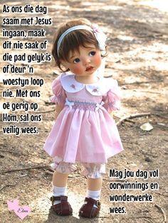 Meadowdoll Saffi - photo by Tanda Lee Clay Dolls, Bjd Dolls, Porcelain Doll Makeup, Reborn Toddler Dolls, Silicone Baby Dolls, Pink Rabbit, Pink Doll, Girl Sketch, Waldorf Dolls