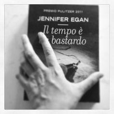 il tempo è un bastardo #jenniferegan #blackandwhite #hand #book #reading #reader #love