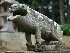 細い脚の狛犬