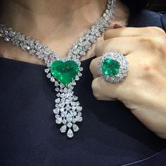 JewelleryArabia2016 #bahrein. Gorgeous Emerald and Diamond pendant necklace and cocktail ring.