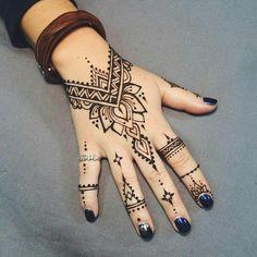 Best Men & Women Hand Tattoos on Media DemocracyYou can find Henna tattoo designs and more on our website.Best Men & Women Hand Tattoos on Media Democracy Simple Henna Tattoo, Henna Tattoo Hand, Diy Tattoo, Henna Tattoo Muster, Henna Mehndi, Henna Art, Mehendi, Mandala Tattoo, Easy Hand Henna