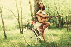 девушка пикник велосипед гитара