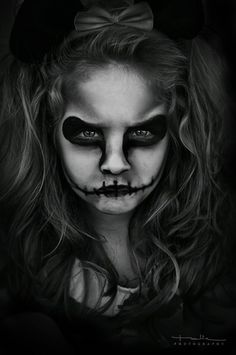 YES! Kid Halloween skull makeup - I need to borrow my niece and nephew for this.