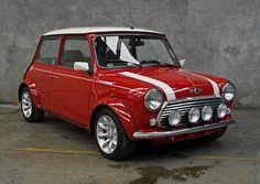 classic Mini Cooper Mini Cooper S, Mini Cooper Classic, Cooper Car, Classic Mini, Pretty Cars, Cute Cars, Mini Morris, Classic Cars British, Automobile