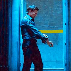 Apparently this is an actual thing Jeremy Renner does to warm up for a scene. Tom Cruise saw him doing it and made the director put it in the movie.