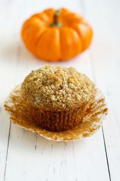 The perfect fall breakfast treat - pumpkin muffins with streusel on top. #pumpkin #fall