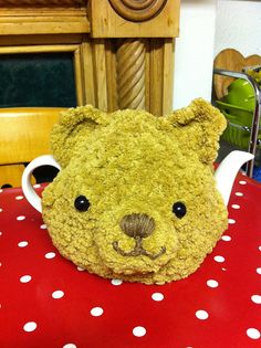 Ravelry: ElizabethLihou's Teddy bear tea cosy..best knitted in moss stitch to avoid stripes.