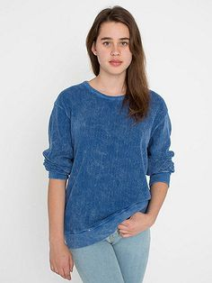 A simple pullover sweatshirt with crewneck and drop shoulders. In acid wash.