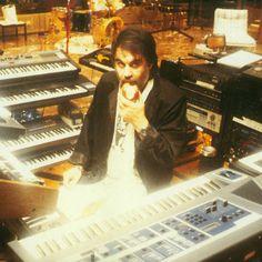 Dangerous Minds | Insane Vangelis improvised synth freak-out, 1982