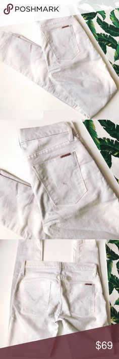 ➡Hudson Super Skinny Jeans⬅ A light, subtle pattern all over these skinny jeans is perfect for summertime. 67% cotton,29% polyester, 4% Lycra.  💕Offers welcome. Take 30% off your entire purchase automatically at checkout when you use the bundle feature, or make an offer for your bundle. Happy Poshing!💕 Hudson Jeans Jeans Skinny