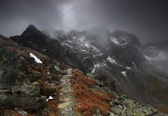 """Eagle's Path"" im Zentrum der hohen Tatra by Karol Nienartowicz"