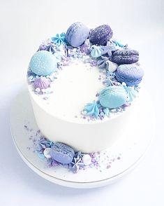 """Всем приятного воскресного утра  А к нас уже во всю кипит работа ... тортики, капкейки, эклеры , шоколад  На фото """" лавандовый """" - тортик с конфи на темных ягодах и лавандовым муссом  @royalcupcakeua"""