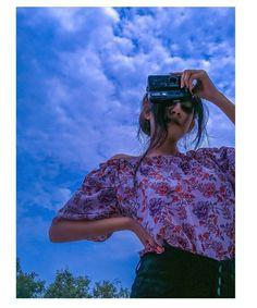 Stylish Photo Pose, Stylish Girls Photos, Stylish Girl Pic, Teen Girl Poses, Cute Girl Poses, Girl Photo Poses, Portrait Photography Poses, Photography Poses Women, Snap Photography