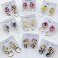 Resin Jewelry Tutorial, Diy Resin Art, Resin Charms, Resin Flowers, Homemade Jewelry, Seed Bead Jewelry, Cute Earrings, Jewelry Crafts, Jewelry Design
