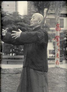 """...stillness, the ruler of movement."" - Lao Tzu Photo: Master Kuo Lien Ying, standing qigong taichicrossroads.blogspot.com Kung Fu, Chi Kung, Pranayama, Kundalini Yoga, Tai Chi Chuan, Tai Chi Qigong, Medical Qigong, Ayurveda, Tai Chi Exercise"
